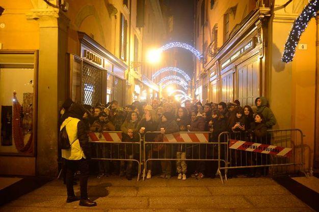 A presidiare piazza Maggiore, oltre alle forze dell'ordine, anche 80 addetti privati per la gestione degli accessi al pubblico (Foto Schicchi)