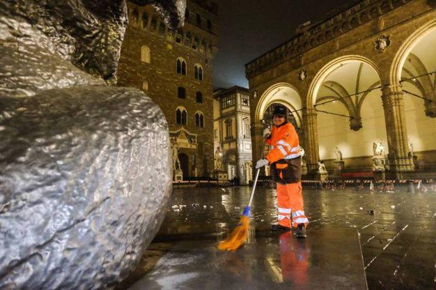 Capodanno a Firenze, dopo la festa si puliscono le piazze (New Press Photo)