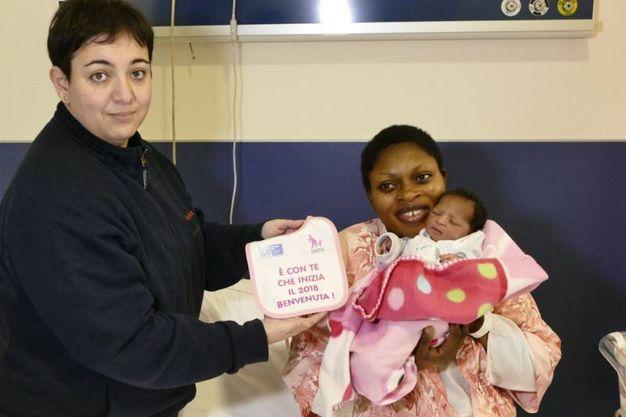 Prato, Vanessa Oayaomo Omobude è la prima nata a Prato nel 2018 (Attalmi)