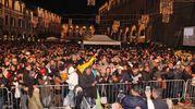 Tante persone sono accorse in piazza del Popolo per festeggiare il Capodanno (foto Ravaglia)