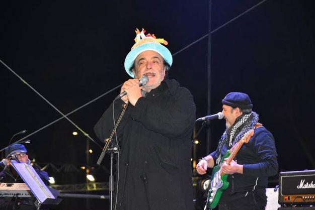 Si fa festa in piazza dei Martiri con Nino Frassica (foto Artioli)