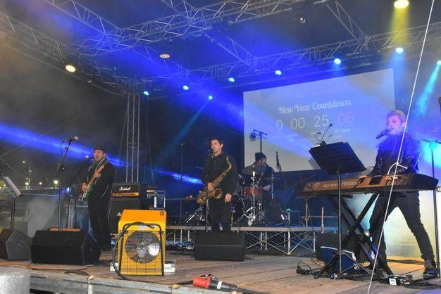 Divertimento assicurato con Nino Frassica e Los Plaggers Band (foto Artioli)