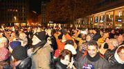 La folla in attesa del nuovo anno (foto Artioli)