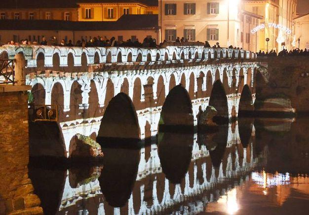 I giochi di luce sul ponte di Tiberio (foto Migliorini)