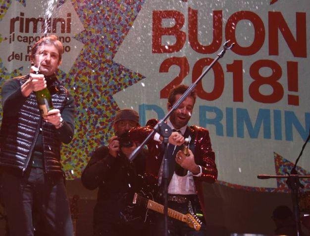 Brindisi sul palco (Foto Migliorini)