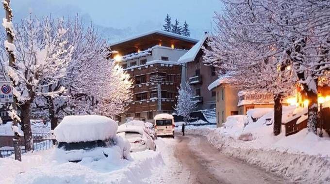 Previsioni meteo, arriva nuova neve sulle Alpi. Nella foto Cortina (foto Ansa)