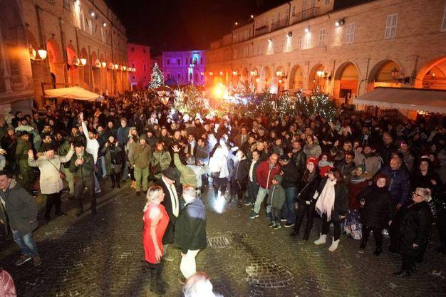 Fermo, Capodanno 2018. Festa in piazza del Popolo (foto Zeppilli)