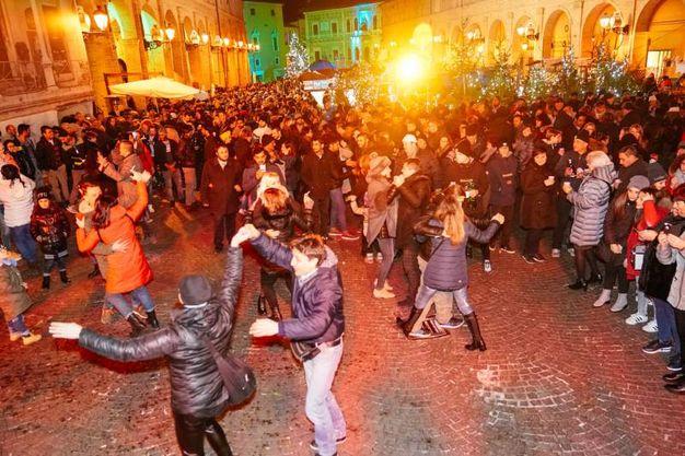 Balli e musica a Fermo per il Capodanno (foto Zeppilli)