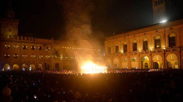 Piazza Maggiore durante il Capodanno (foto Schicchi)