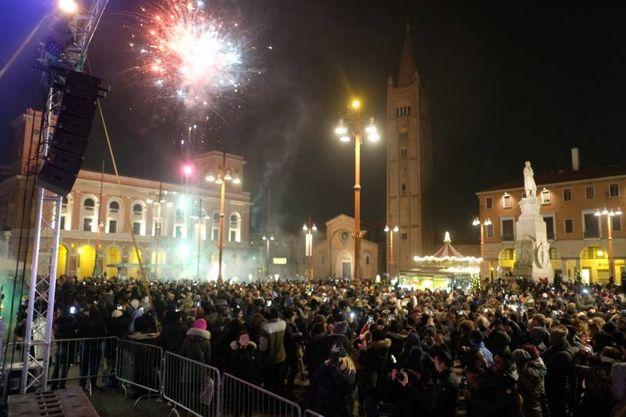 I fuochi danno il benvenuto al nuovo anno (foto Frasca)