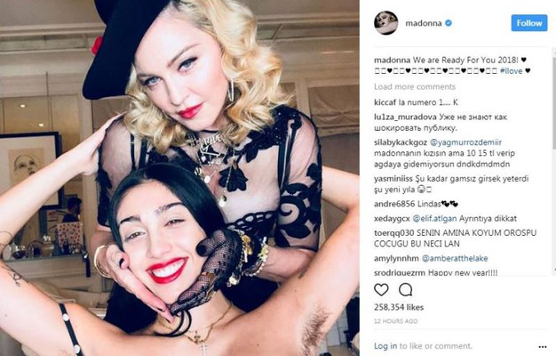 Madonna con la figlia Lourdes Maria: in parecchi hanno notato l'ascella selvaggia (Instagram)
