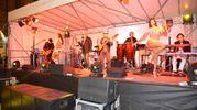 Musica con i 'Viva Santana' (foto Donzelli)