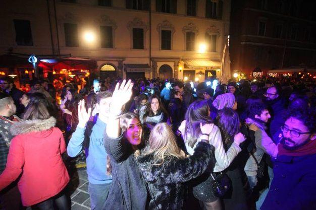 Bagno di folla ad Ancona (foto Antic)