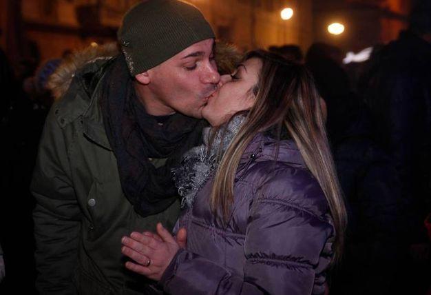 Baci e auguri (foto Corelli)