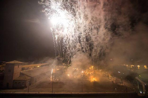 Brindisi e luce per l'arrivo del 2018 (foto Zani)
