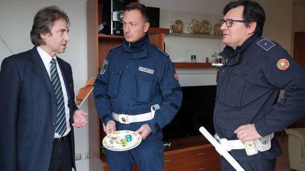 L'assessore Claudio D'Amico con la polizia locale nell'ispezione