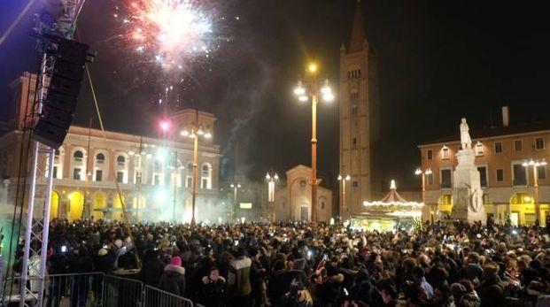 La piazza in festa per Capodanno (foto Frasca)