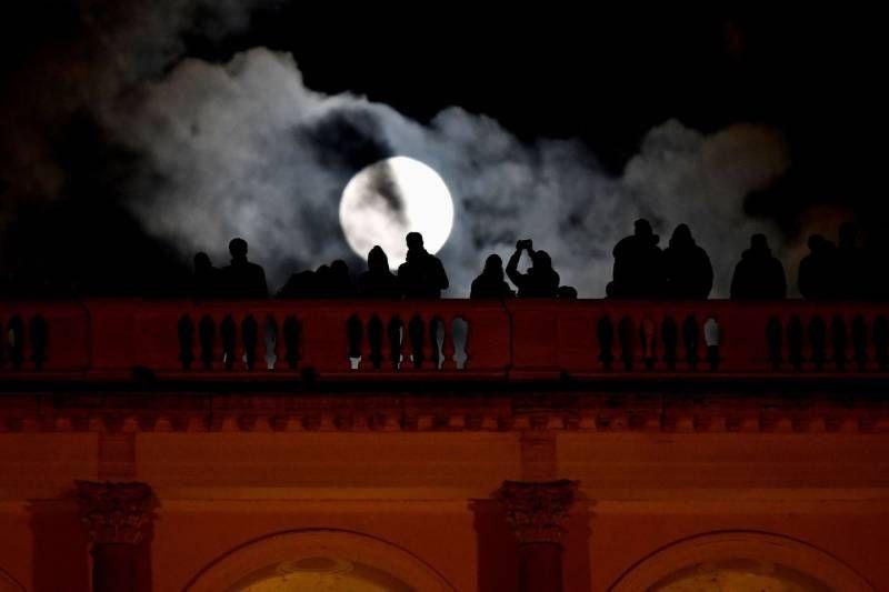 La Superluna a Roma (Lapresse)