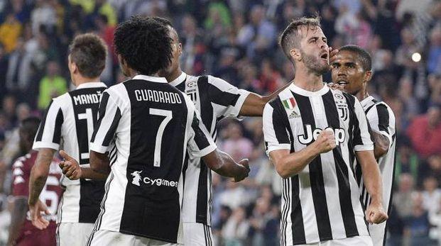 Miralem Pjanic, Juventus, esulta durante l'ultimo derby disputato (LaPresse)