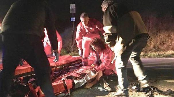 Il ragazzo è stato subito soccorso dal personale del 118 e trasportato in ospedale