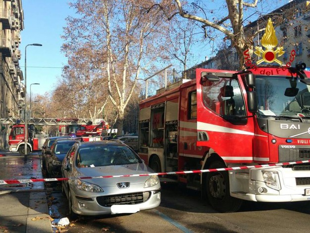 Incendio in un palazzo di viale Campania a Milano