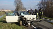 L'auto recuperata dal canale (Foto Lecci)