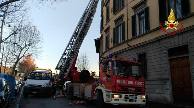 L'intervento dei vigili del fuoco in viale Milton, a Firenze