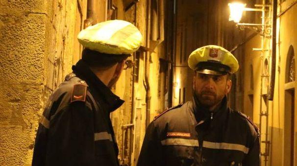Agenti della Polizia Municipale impegnati nel contrasto alla mala movida