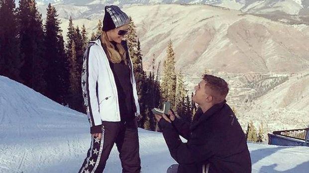 La proposta di Chris a Paris Hilton (Instagram)