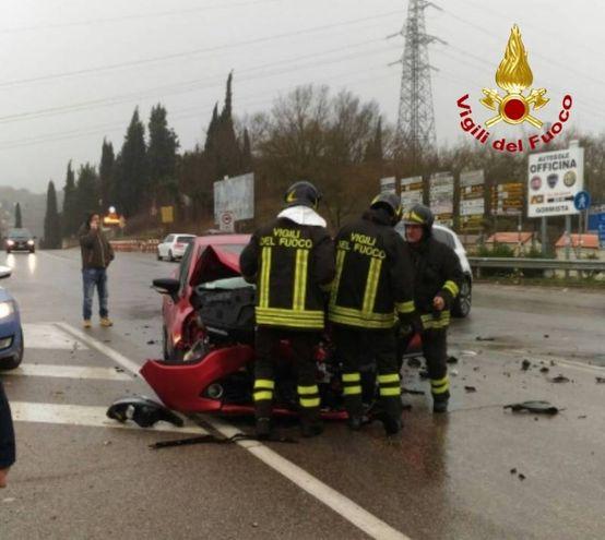 Scontro frontale tra due auto a Figline Valdarno