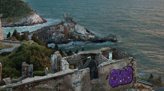 Scritta sulle mura a Porto Venere