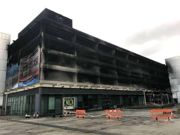 Il parcheggio di Liverpool andato a fuoco la notte dell'1 gennaio (Lapresse)