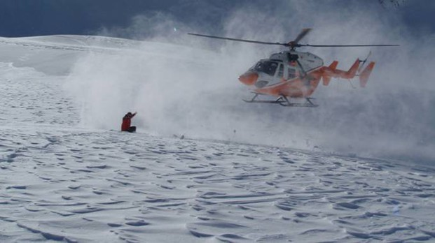Intervento del soccorso alpino, foto generica dell'elicottero Pelikan (Ansa)