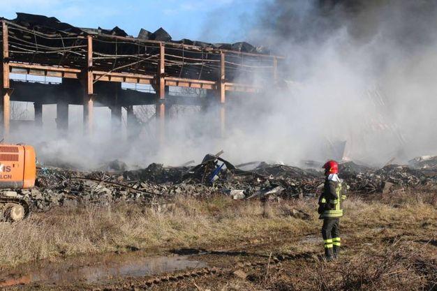 Corteolona, il capannone incendiato