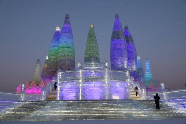 Lo spettacolare festival del ghiaccio di Harbin in Cina (AFP)