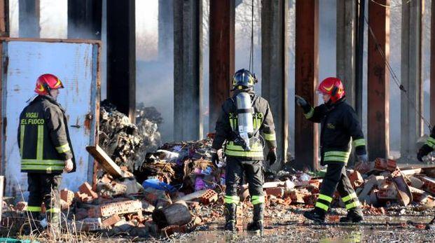 Il capannone incendiato a Corteolona