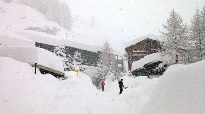 Previsioni meteo, nuova neve in arrivo. Cervinia sommersa (foto Ansa)