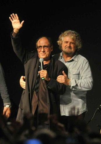 Adriano celentano e Beppe Grillo nel 2011 (Ansa)