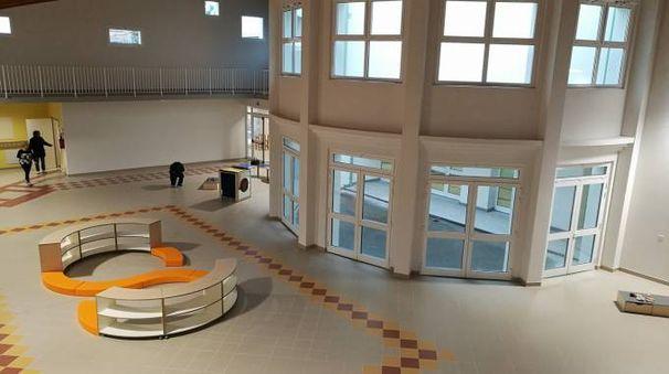 Un'immagine dell'interno della nuova scuola Pascoli-Leopardi, la più importante opera pubblica nel territorio del Comune dopo la 429