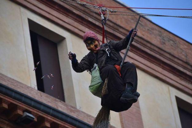 Arriva la Befana in piazza Saffi (foto Fantini)