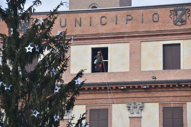 La Befana si nasconde in municipio (foto Fantini)