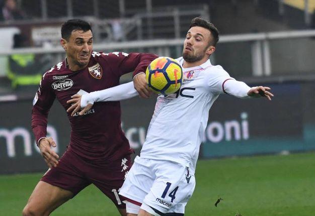 Di Francesco lotta per un pallone (foto Schicchi)