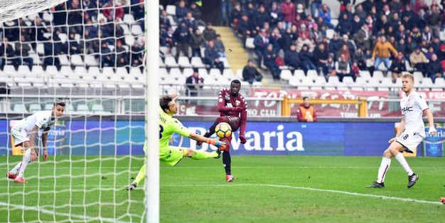 M'Baye firma il secondo gol granata (Ansa)