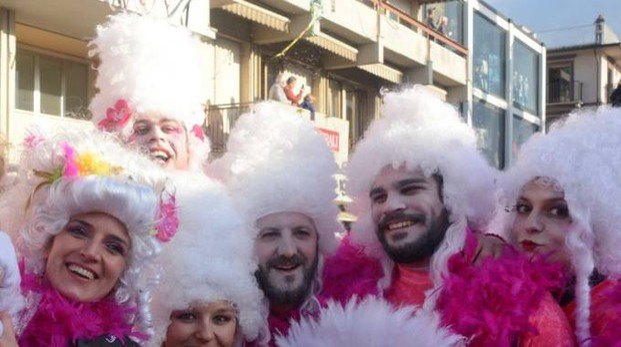 La voglia di Carnevale dei viareggini ha già portato circa 400 mila euro nelle tasche di Burlamacco: è davvero un buon inizio