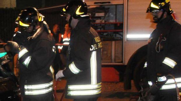 Sul luogo dove si è verificata la fuga di gas vigili del fuoco e carabinieri  (foto d'archivio)