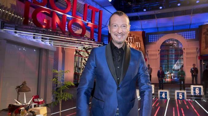 Amadeus e il suo programma 'I soliti ignoti' abbinato alla Lotteria Italia (Ansa)