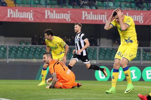 Chievo-Udinese 1-1, Tomovic aut. (LaPresse)