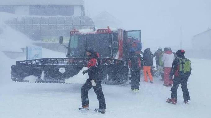 Meteo, tantissima neve. Una foto di Cervinia il 4 gennaio (Twitter, Polizia di Stato)