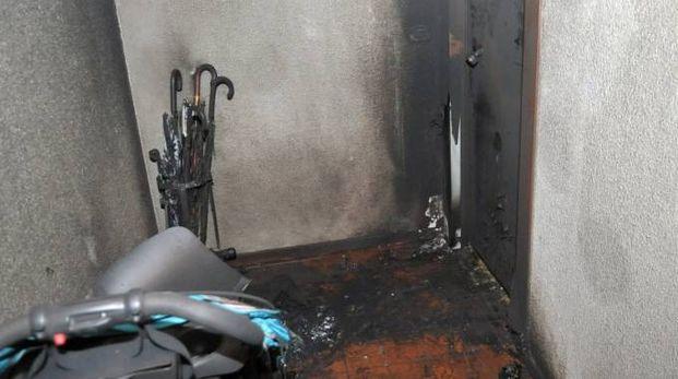 L'ingresso andato a fuoco