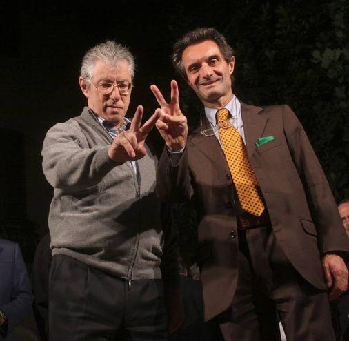 E' un leghista di lungocorso, in questa foto è con il fondatore della Lega Umberto Bossi (Ansa)